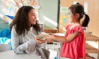 Nguyên tắc dạy con: Cho đi, sẽ nhận được nhiều hơn thế!
