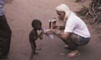 Cậu bé Nigeria 2 tuổi suýt chết đói bên lề đường ngày ấy, giờ ra sao?