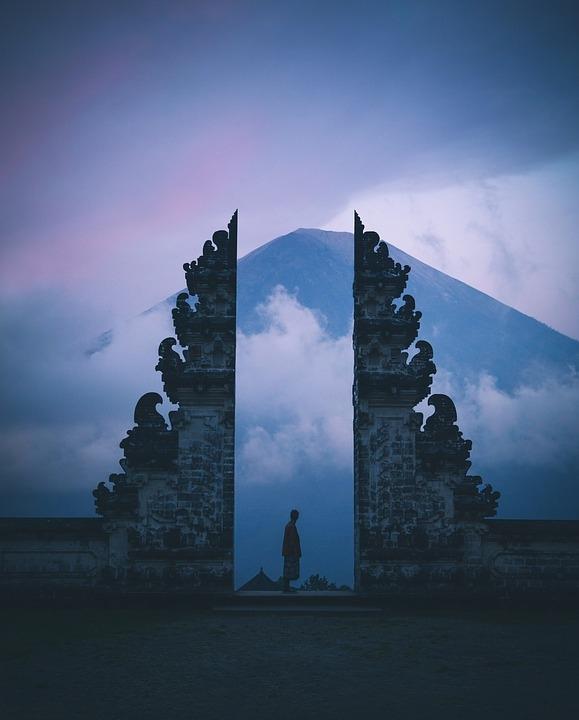 """Hán Chiêu Hầu bỏ mặc khuyên ngăn đã xây một chiếc cổng thật cao và để lại một bài học lịch sử: """"Phúc bất trùng lai, họa vô đơn chí""""."""