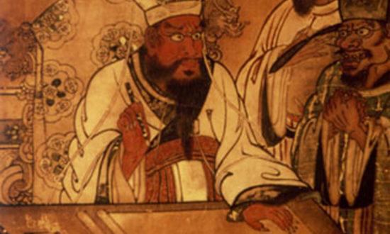 """Sau đó, Diêm Vương lệnh cho một tên lính quỷ dẫn Trương Đại du lãm một thành phố trong địa phủ, chỉ thấy tấm biển trên cổng thành viết 2 chữ """"Chết uổng""""."""