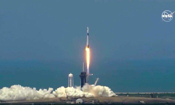 NASA, SpaceX phóng thành công tên lửa từ đất Mỹ sau gần 10 năm