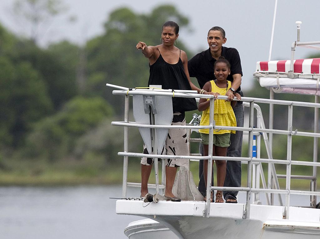 Vào năm 2008, Thượng nghị sĩ Barack Obama đã từng thề rằng sẽ từ bỏ các kỳ nghỉ nếu ông được bầu làm tổng thống, và hoàn toàn tập trung cho công việc quốc gia.