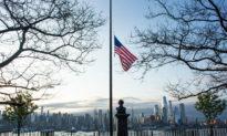 Tổng thống Trump lệnh treo cờ rủ để tưởng niệm nạn nhân dịch viêm phổi Vũ Hán