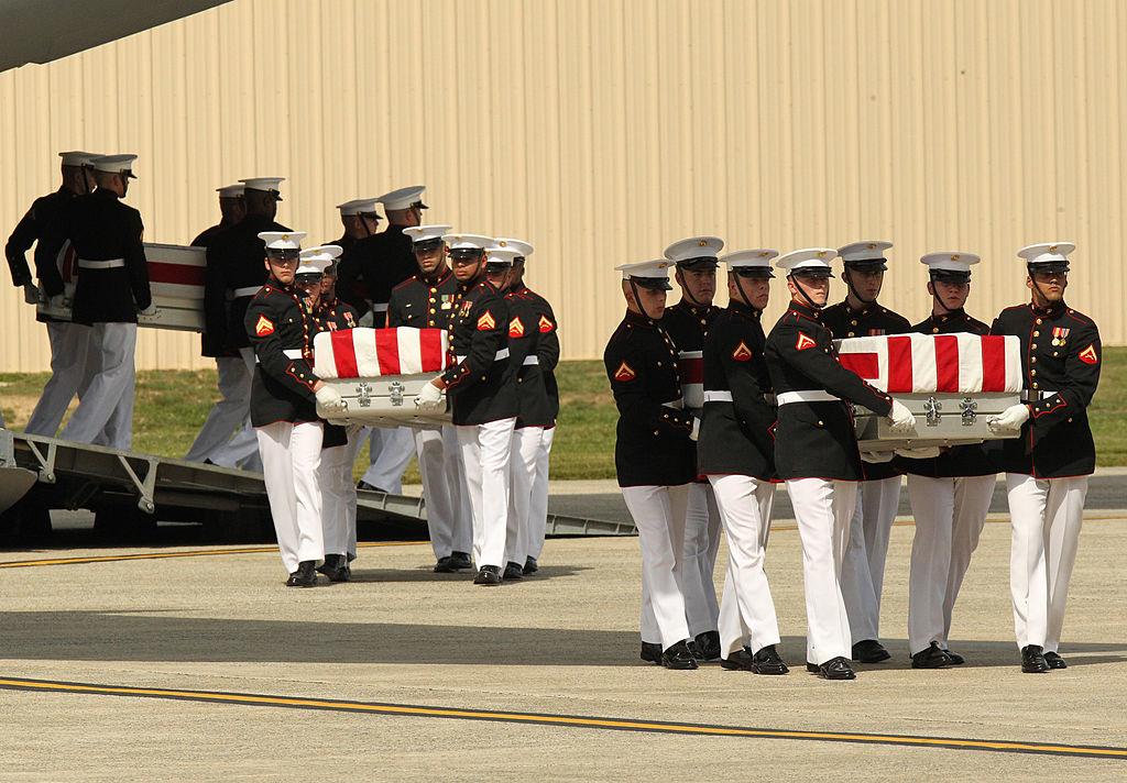 Vụ tấn công vào tòa lãnh sự ở Benghazi thiếu vắng sự can thiệp từ chính quyền tổng thống Obama đã khiến 4 người thiệt mạng, trong đó có đại sứ Mỹ Chris Stevens. (Ảnh: Getty)