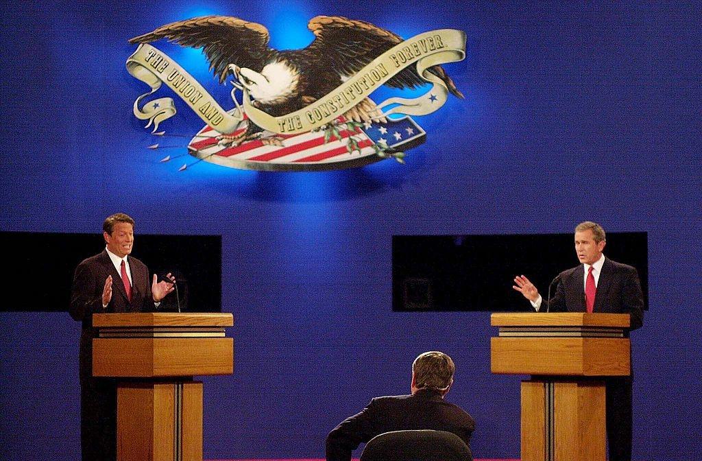 """""""Tôi dám chắc đó sẽ là cuộc đua giữa Bush và Gore"""", ông phá vỡ sự im lặng. """"Cả hai đều cực kỳ kinh khủng, Chuyện gì đang diễn ra ở đất nước này thế?"""""""