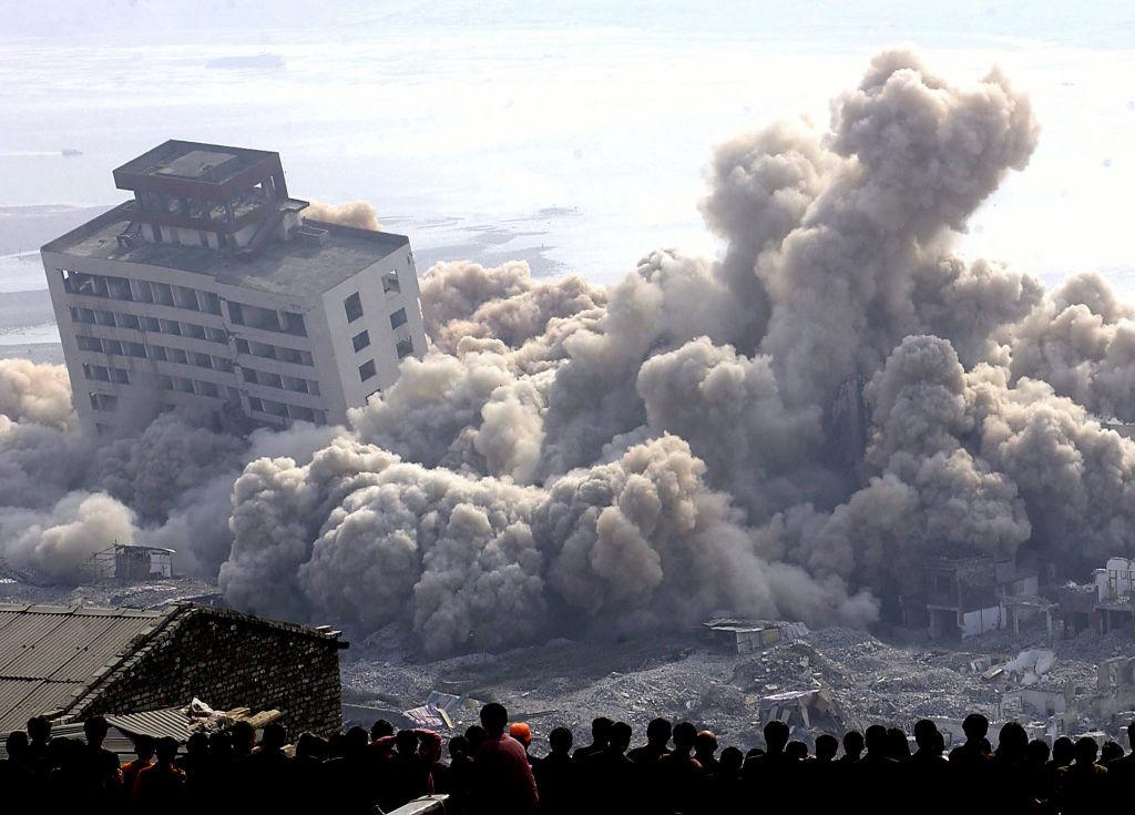 Một thầy phong thủy Hồng Kông dự đoán: Tháng 5, 6 năm nay, vùng Tây Nam Trung Quốc sẽ có động đất vượt quá cấp 8.3 độ Richter hoặc còn lớn hơn nữa. Rung động sẽ trực tiếp nguy hại đến đập thủy điện Tam Hiệp.
