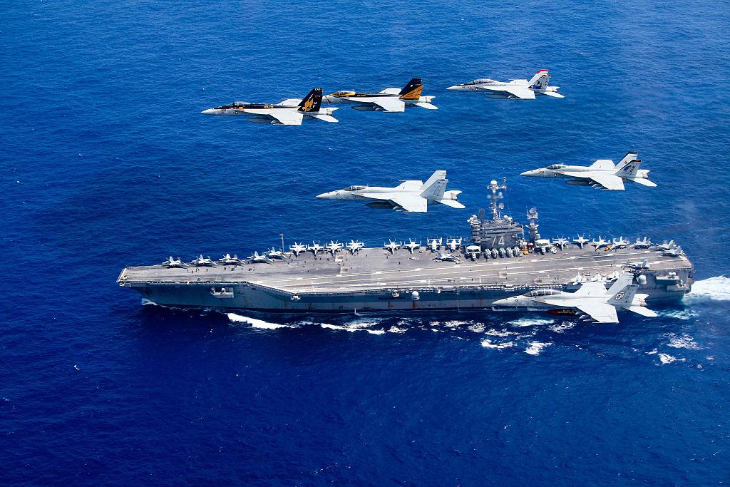 Việc Obama cắt giảm sâu ngân sách quốc phòng khiến quân đội Mỹ gặp khó khăn trong việc phát triển khả năng chống lại hiện đại hóa quân đội của Trung Quốc.