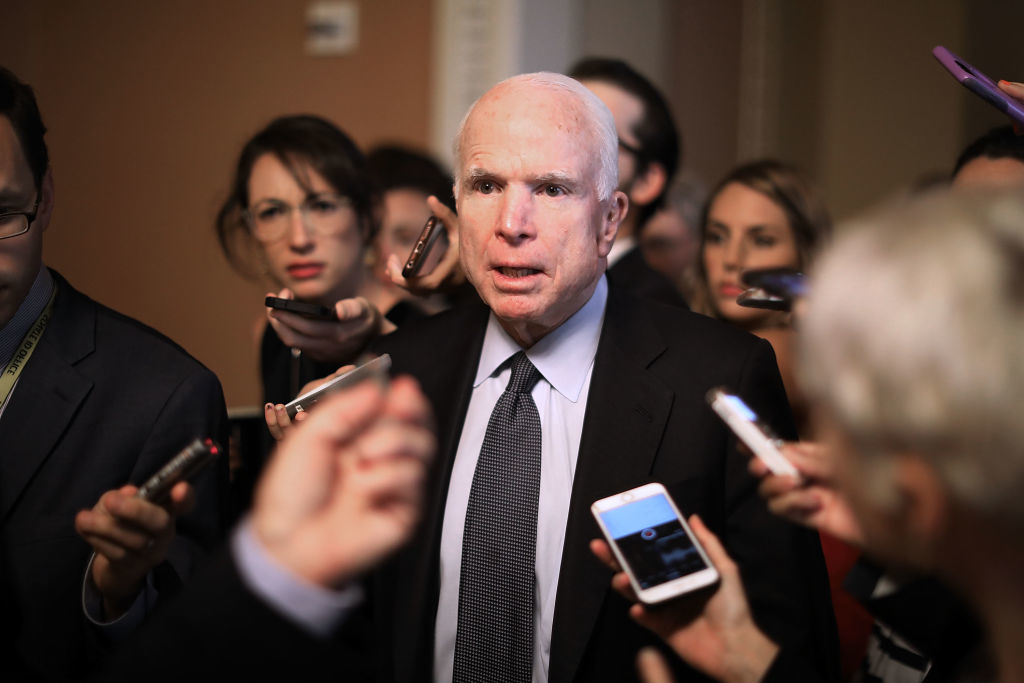 """Thượng Nghị sỹ Cộng hòa John McCain phát biểu: """"Quốc hội có trách nhiệm phản ứng và đáp trả trước hành động lộng quyền bất hợp pháp của ông ta (Obama)""""."""