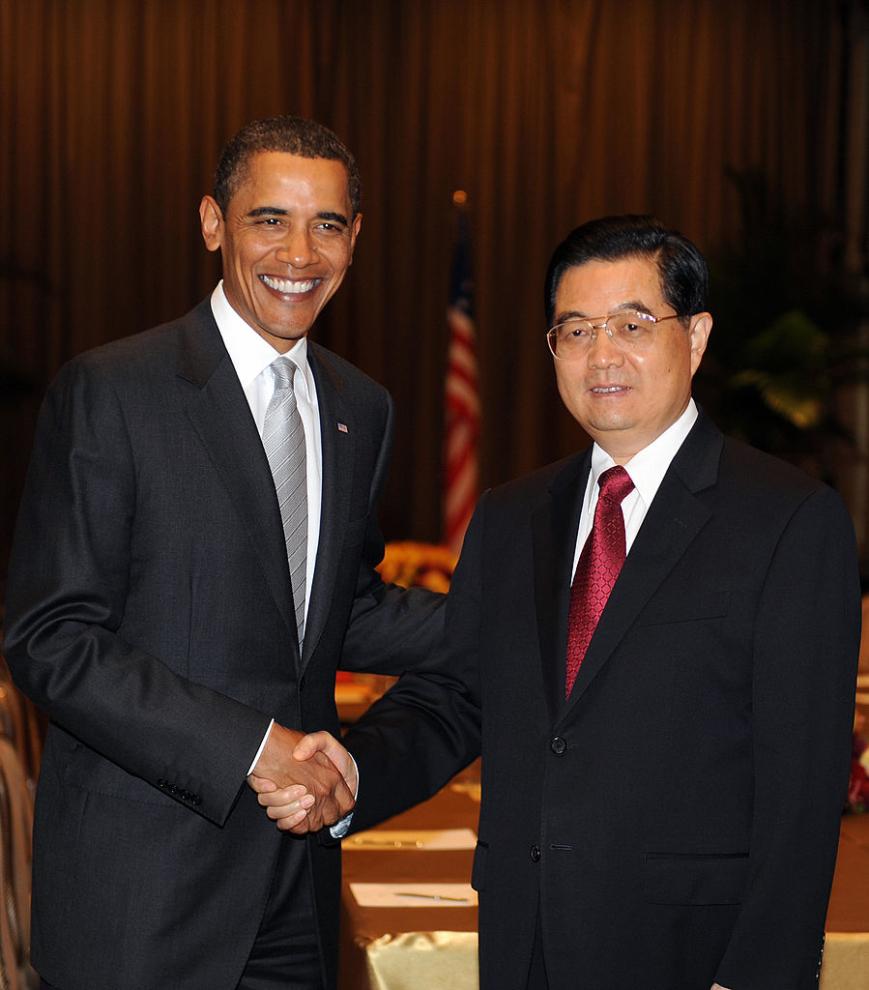 Là tổng thống của một cường quốc hàng đầu về quân sự và kinh tế, nhưng sự nhún nhường có phần yếu nhược của ông Obama trước Trung Quốc càng khiến quốc gia độc tài này trở nên hung hăng hơn bao giờ hết và quyết liệt giành lấy vị thế số 1 của nước Mỹ.