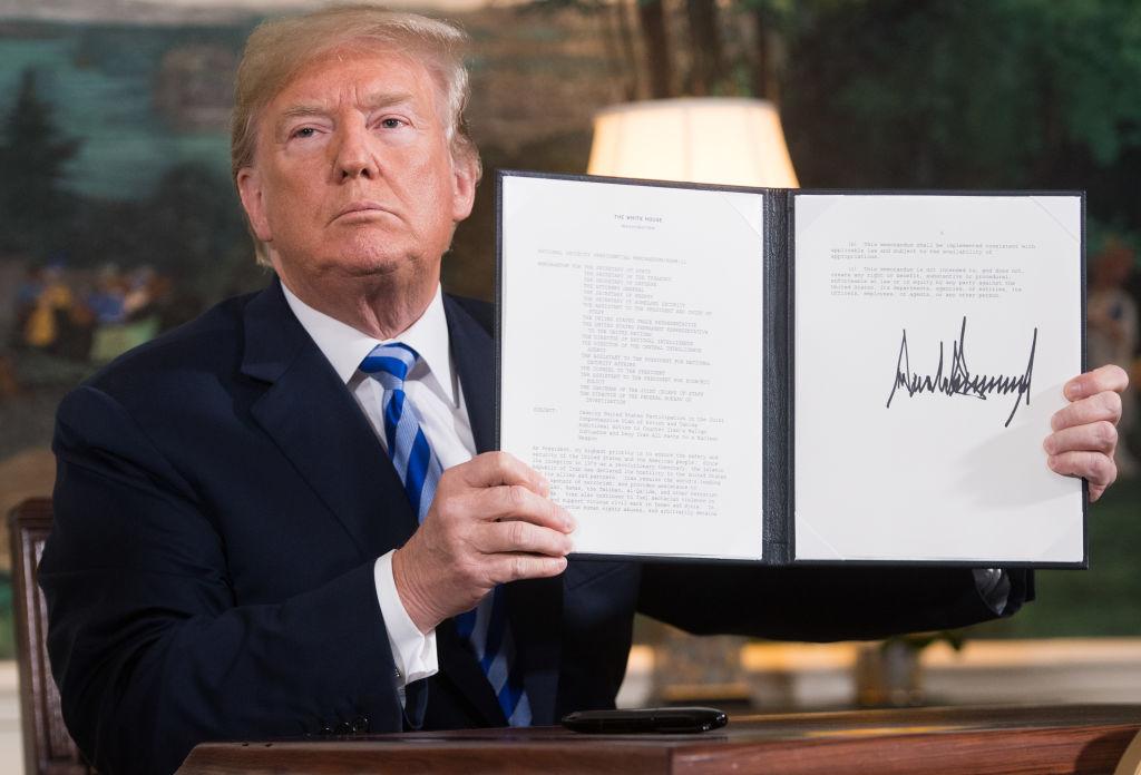 """Tổng thống Donald Trump - một chính trị gia làm nhiều hơn những gì mình nói. Giờ đây rất nhiều người tin rằng, Chúa đã an bài ông cho sứ mệnh """"Khôi phục sự vĩ đại của nước Mỹ""""."""