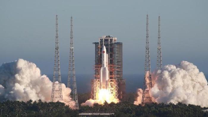 Trung Quốc lần đầu phóng phóng tên lửa hạng nặng Long March-5B. (Ảnh: Weibo)