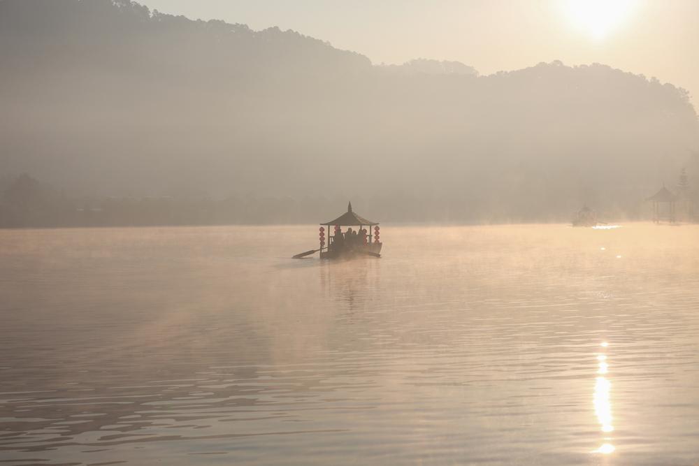 Thật không ngờ rằng được rằng trong số những người được cứu trên con thuyền đó, ông Trần đã phát hiện ra đứa con bị mất tích của mình.