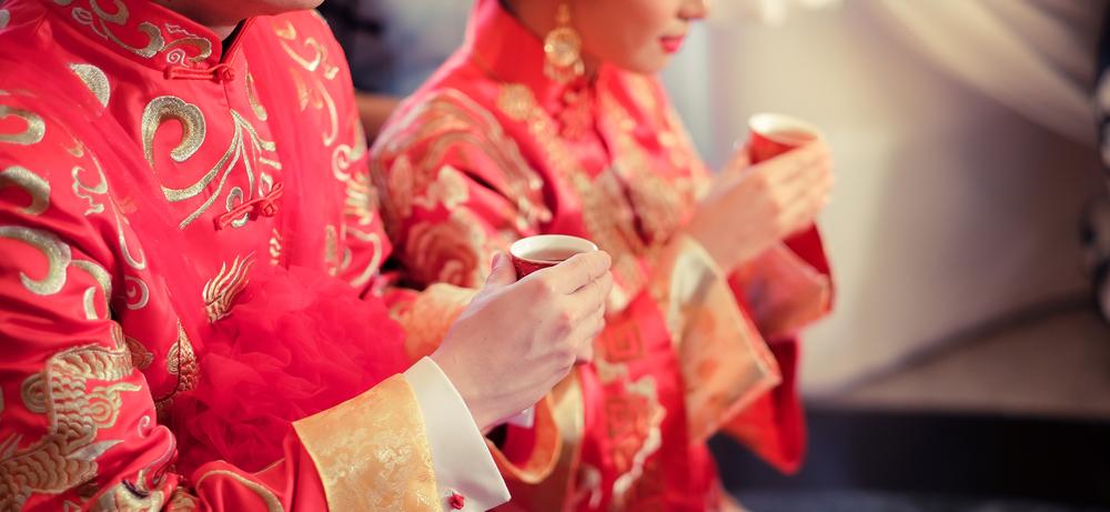 Lưu Hoằng Kính đốt văn tự bán mình của cô, nhận cô làm cháu ngoại. Lại dùng 50 vạn quan tiền [vốn dự định dùng để tổ chức hôn lễ cho con gái mình], sau đó tìm mối tốt gả cho Phương Lan Tôn.