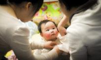 Đối với trẻ em, tình yêu quan trọng không kém gì dinh dưỡng