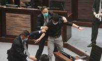 Cơ quan lập pháp Hong Kong thông qua Dự luật quốc ca gây tranh cãi
