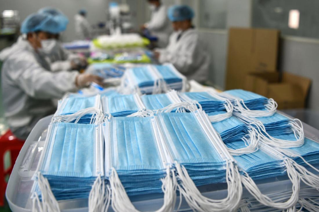 Phát hiện trong khẩu trang màu xanh dùng 1 lần của Trung Quốc có chứa chất độc hại tàn phá phổi