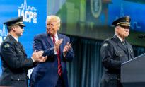 Tổng thống Trump: Không có chuyện giải tán cảnh sát, họ là những người tuyệt vời