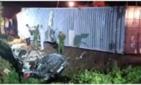Xe container đè bẹp xe 16 chỗ ở Quảng Ninh, ít nhất 2 người tử vong