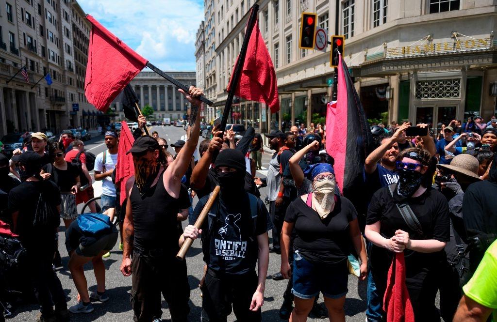 Thông qua các nhóm cực đoan như Antifa, Barack Obama đã bao quát mọi ngả đường để đảm bảo nền cộng hòa của Mỹ sẽ chết dần chết mòn, và một ngày không xa nước Mỹ sẽ trở thành một quốc gia xã hội chủ nghĩa.
