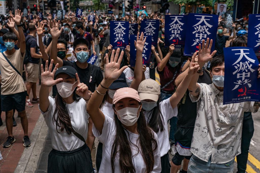 ĐCSTQ đổi giọng định tính lại người biểu tình Hong Kong, nghi để trải đường cho đàn áp