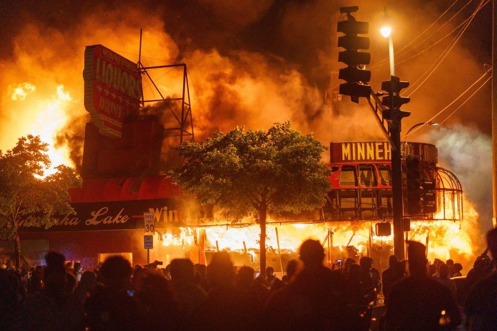 Các vụ bạo loạn diễn ra khắp nước Mỹ bị nghi ngờ có tổ chức và được lên kế hoạch từ trước.