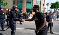 56% người Mỹ cho rằng cảnh sát ứng xử phù hợp hoặc chưa đủ 'mạnh tay'