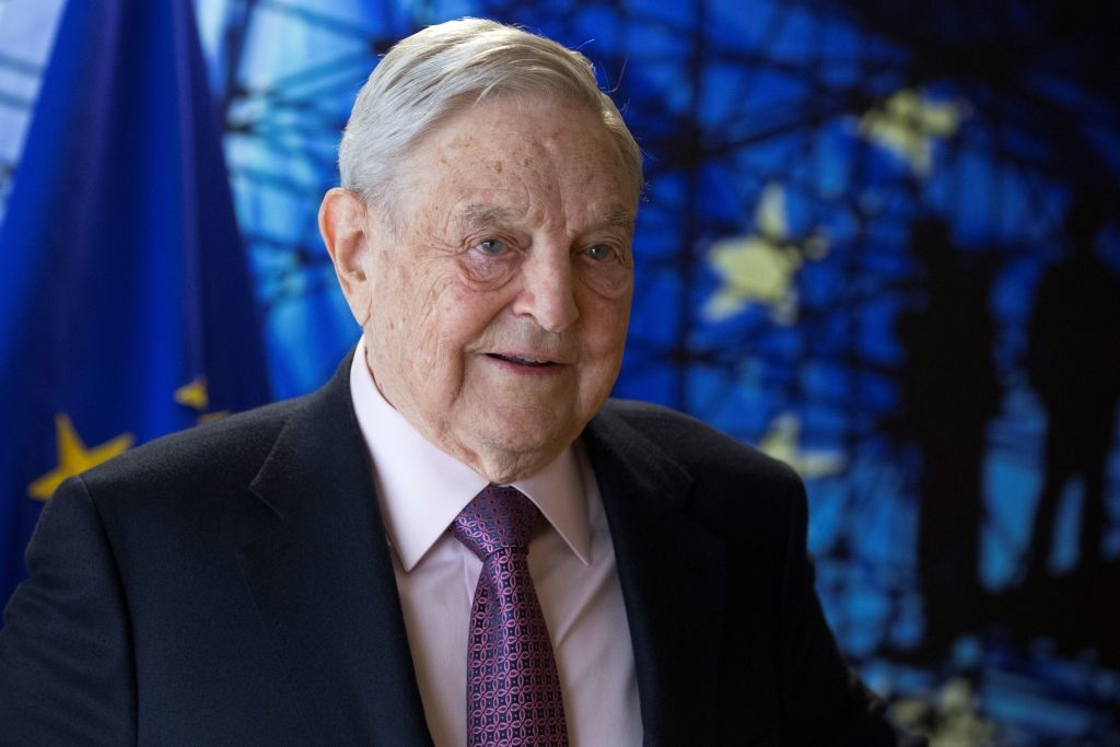 Tỷ phú George Soros theo chủ nghĩa cực tả, bài Do Thái và đứng đằng sau tài trợ cho Đảng Dân chủ cũng như hàng trăm các tổ chức, phong trào cánh tả tại Mỹ và trên toàn thế giới.