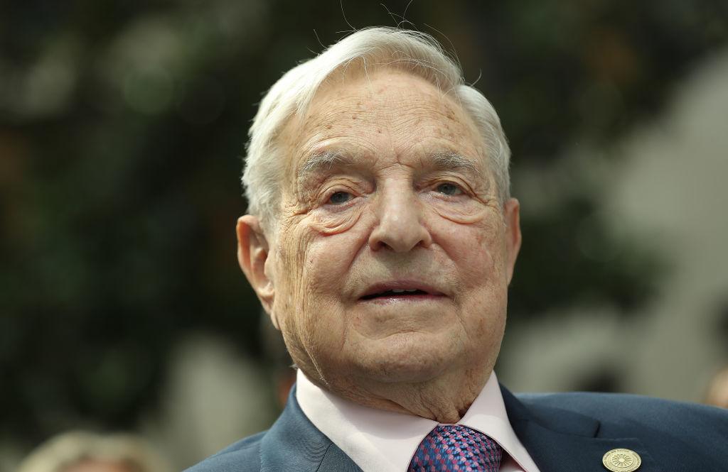 George Soros - tỷ phú từng chi hơn chục triệu đô la chống Donald Trump, và rót tiền ủng hộ bà Hillary Clinton trong cuộc đua vào Nhà Trắng, do cảm thấy lo sợ vì sự nổi lên của Donald Trump.
