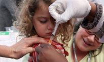 Trẻ em chưa tiêm phòng có sức khỏe tốt hơn bạn cùng lứa có tiêm vaccine