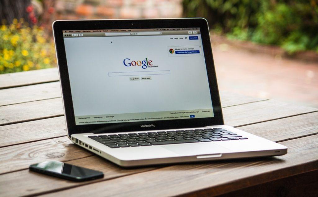 Khi cuộc sống của chúng ta ngày càng trở nên phụ thuộc vào công nghệ số, Google trở thành một trong những công cụ đắc lực, giúp lèo lái lượng lớn công chúng suy nghĩ theo lối tư duy cánh tả, từ đó ngày càng bài xích, quay lưng với những giá trị truyền thống mà vô tình ủng hộ kẻ thù chung của nhân loại: ĐCSTQ. (Pexels)