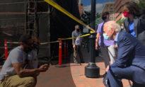 Joe Biden - vị tổng thống có tác phong 'quỳ gối' nhiều nhất trong lịch sử nước Mỹ