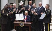 Tổng thống Trump ký lệnh hành pháp về việc cải cách lực lượng cảnh sát Hoa Kỳ: 'Những người thân yêu của các bạn sẽ không chết một cách vô nghĩa'