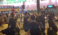 Người Hong Kong không hối tiếc sau khi bị tấn công bằng dao vì bảo vệ nhân viên của The Epoch Times