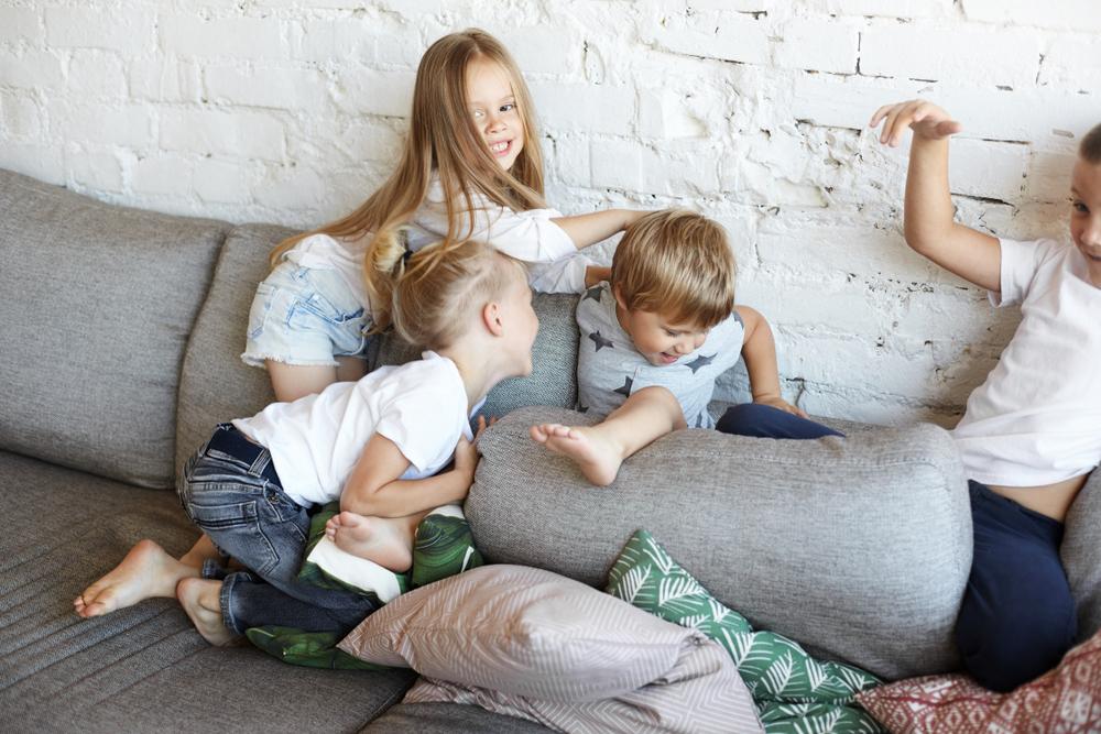 Rắc rối của trẻ là để thu hút sự chú ý của cha mẹ hoặc để đạt được một số mục đích của mình. Nếu đứa trẻ thấy rằng những rắc rối của mình không có tác dụng, tự nhiên nó sẽ chọn từ bỏ.