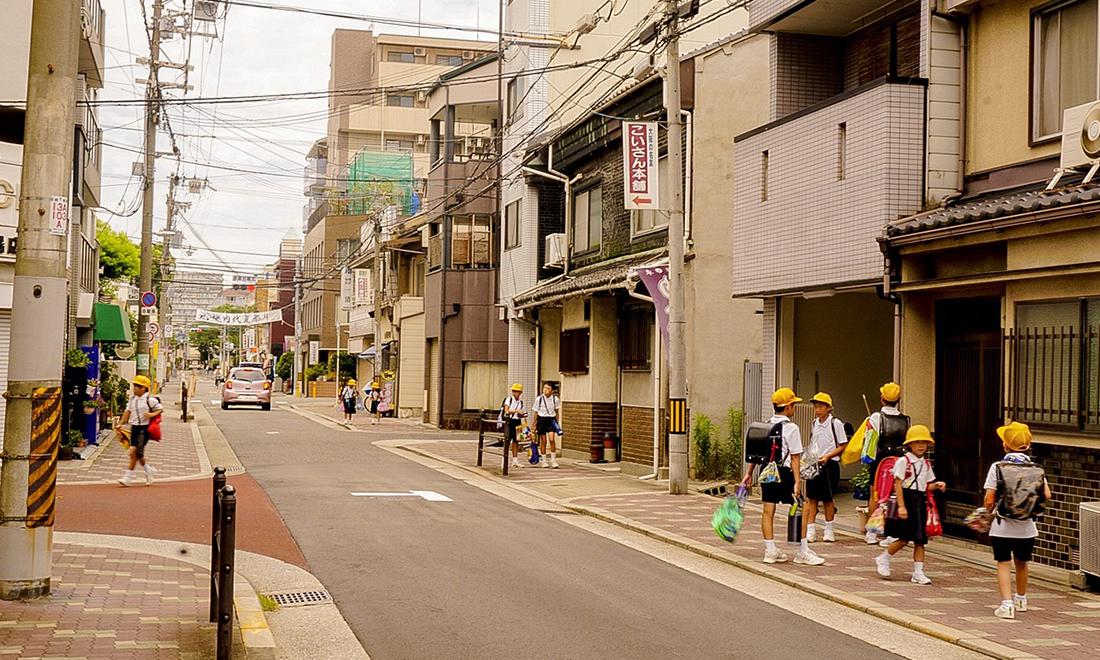 Vì sao đường phố Nhật Bản không có thùng rác mà vẫn vô cùng sạch sẽ?