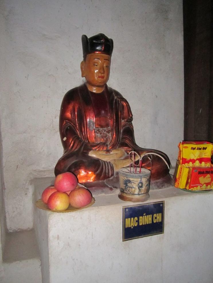 Tượng thờ Trạng nguyên Mạc Đĩnh Chi tại chùa Dâu, Bắc Ninh.