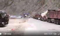 Chiến tranh Trung - Ấn có thể nổ ra! Trung Quốc chuyển hơn 5.000 xe quân sự tới biên giới suốt đêm