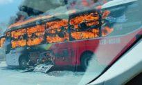 2 vụ xe khách bốc cháy ngùn ngụt trên đường trong cùng một ngày