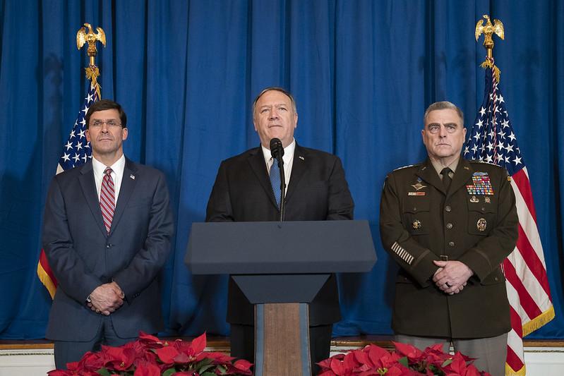 Ngoại trưởng Mỹ Mike Pompeo (giữa) trong một phát biểu ngày 29/12/2019. (Ảnh: White House)