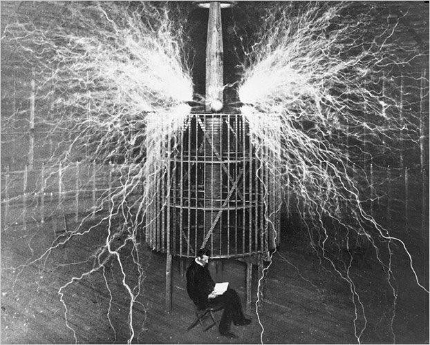 Một số người nghĩ rằng Tesla có thể không phát minh ra, nhưng mang công nghệ của Sao Kim đến trái đất và truyền thụ cho nhân loại.