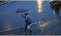 Hà Nội ngày nắng, nhiều vùng biển có mưa rào và dông mạnh