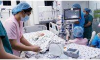 Thông tin mới nhất về sức khỏe của 2 bé song sinh dính liền