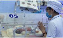 Phú Yên: Kịp thời cứu bé trai sơ sinh bị bỏ trong túi nilông bên hông nhà