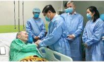 Bác sĩ từ CDC Mỹ chúc mừng Việt Nam điều trị thành công cho phi công người Anh
