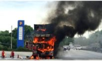 Xe đầu kéo bốc cháy dữ dội trước cây xăng trên quốc lộ 1