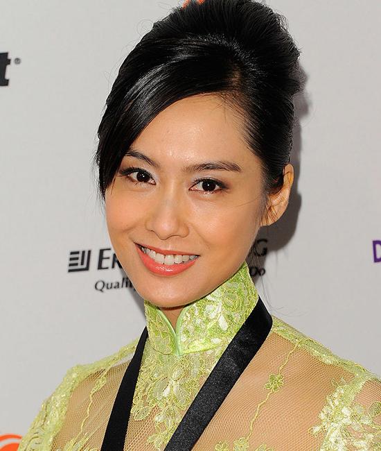 """Ngôi sao điện ảnh Hồng Kông Athena Chu từng nói trong một chương trình: """"Nếu bạn nhìn vào gương và thấy mình ngày càng xinh đẹp, là bạn đã tìm đúng người""""."""
