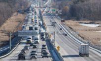 Xe ô tô của lãnh sự quán Trung Quốc bị bắt trên đường cao tốc ở Ontario, Canada