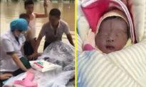 Em bé Trung Quốc chào đời trên lốp cao su giữa dòng nước lũ