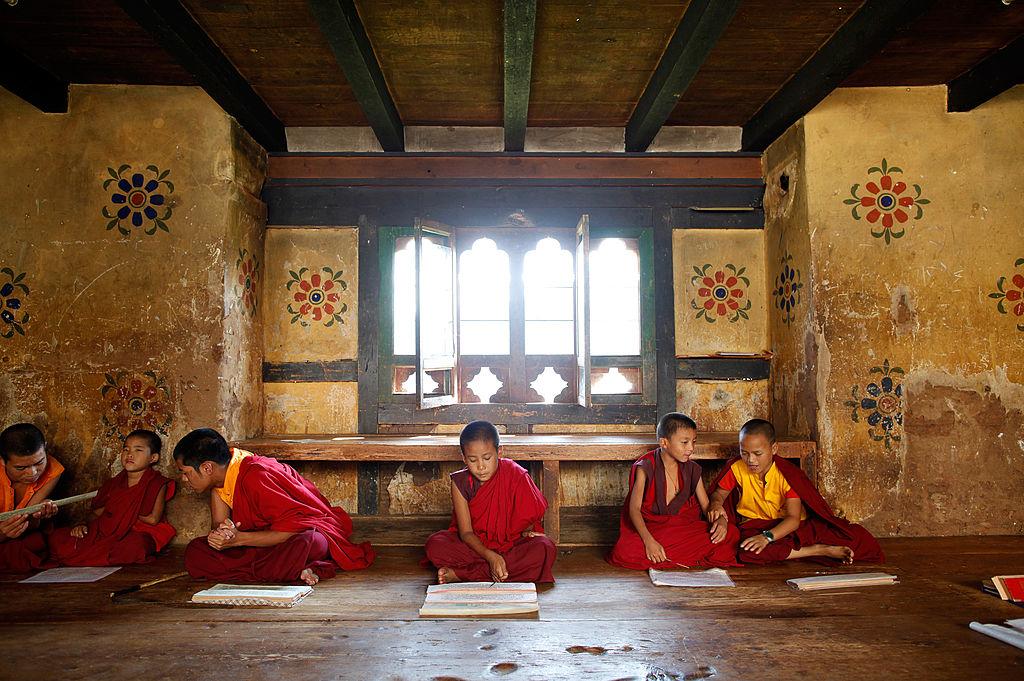 Bhutan là quốc gia tôn giáo, toàn dân đều có tín ngưỡng, 75% cư dân tín phụng Phật giáo Tạng truyền, 25% cư dân tín phụng Ấn Độ giáo.
