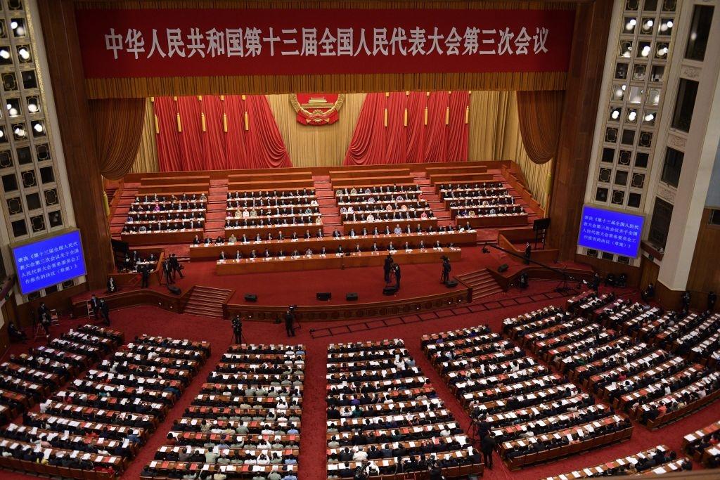 Ngân hàng Trung ương Trung Quốc ước tính từ giữa thập niên 1990 đến nay, các quan chức tham nhũng đã bòn rút khoảng 123 tỉ USD.